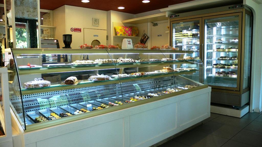 Bakery & Ice-cream shop